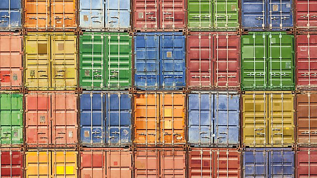 Shipping containers c/o iStock_000019468264