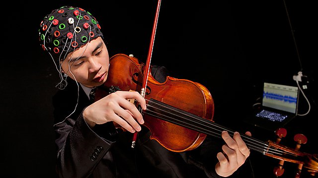 Computer music research - monitoring the brain activity of a violinist