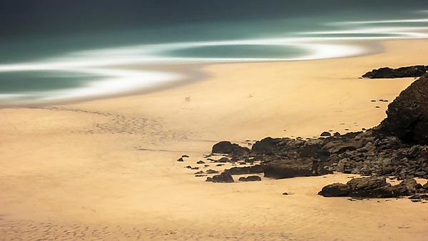 Time-exposure imagery is used to reveal a hidden world of coastal morphodynamics and shoreline movement at Porthtowan beach
