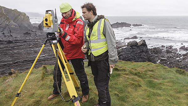 Millimeter accuracy surveying of a rocky platform with a Total Station
