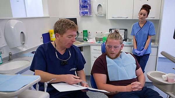 Dentists' perceptions of their clinical roles