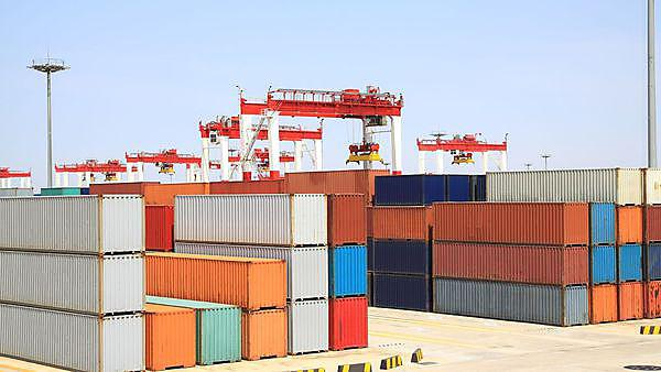 Trading port cranes and container storage