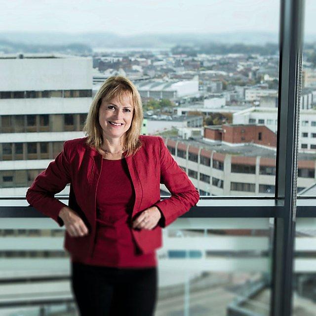 <p>Dr Liz  Hodgkinson  </p>