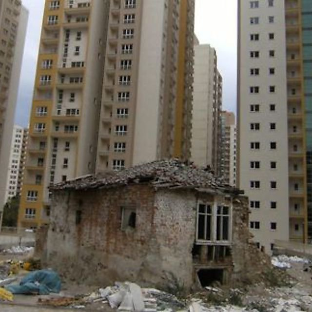 <p>Earthquake damage in Istanbul</p>