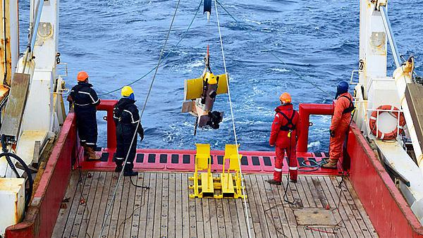<p>Deployment of towed undulating vehicle in Southern Ocean</p>