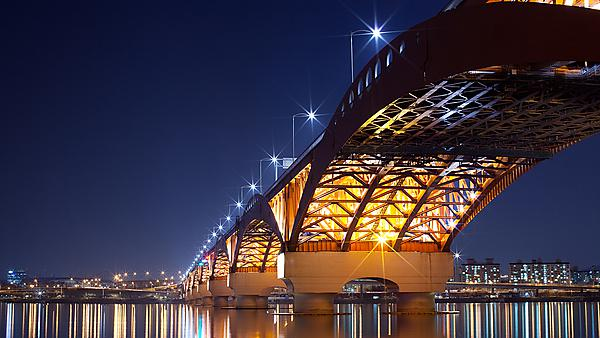 <p>Seongson Bridge at night, South Korea.</p>