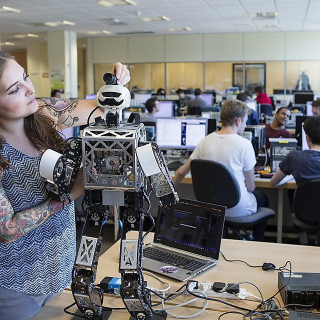<p>First and final year students working with robots in the Smeaton Building labs. Bipedal robotics and control engineering</p>