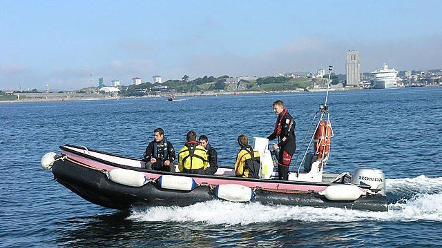 <p>Diving boat</p>
