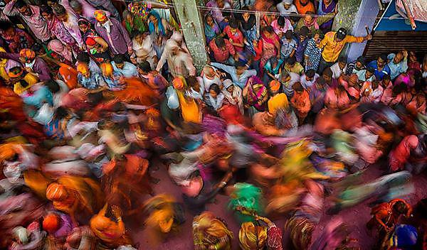 <p>Rush hour people movement during Lathmaar Holi Barsana<br></p>