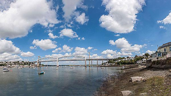 <p>  View of Saltash, Cornwall from Plymouth, Devon across the River Tamar  <br></p>