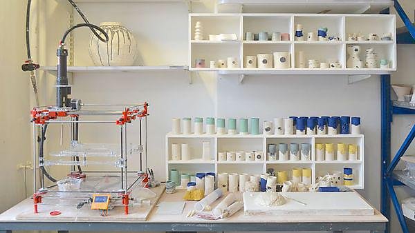 <p>2015 Kirsty Lloyd Workshop 3D printing ceramics<br></p>