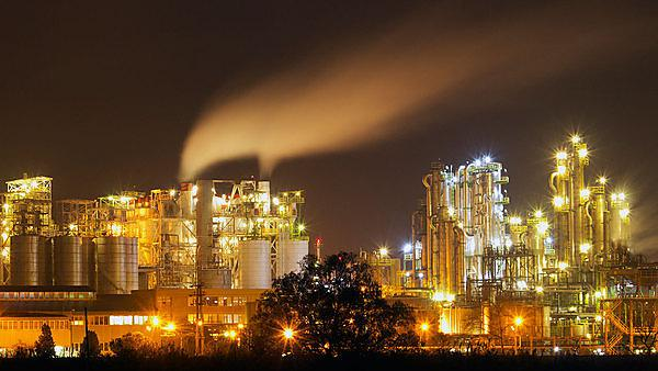 <p>Oil refinery - image courtesy of Getty Images</p>