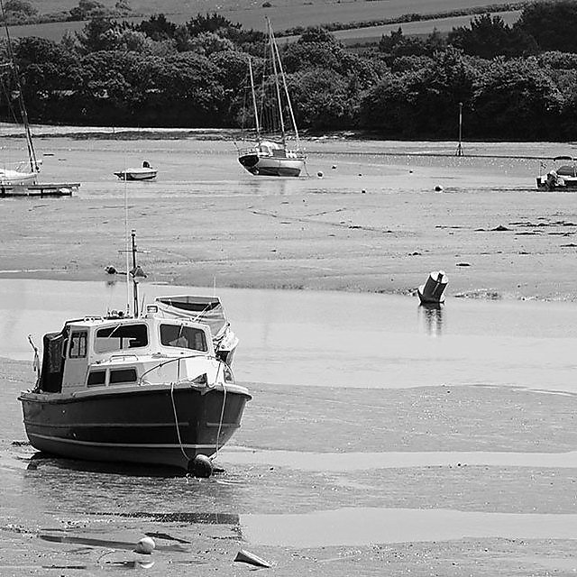 <p>Getty - fishing boat in Devon estuary</p>