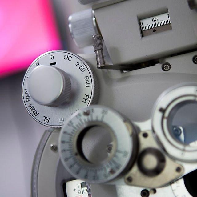 <p>Optometry equipment</p>
