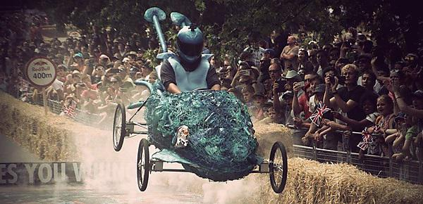 <p>The Dramatic Aquatic during its run at the Red Bull Soapbox Race at London's Alexandra Palace - picture courtesy of @snappyhappychap</p>