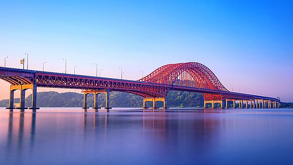 <p>Banghwa bridge and han river in Seoul,Korea. Image courtesy of Getty Images.  <br></p>