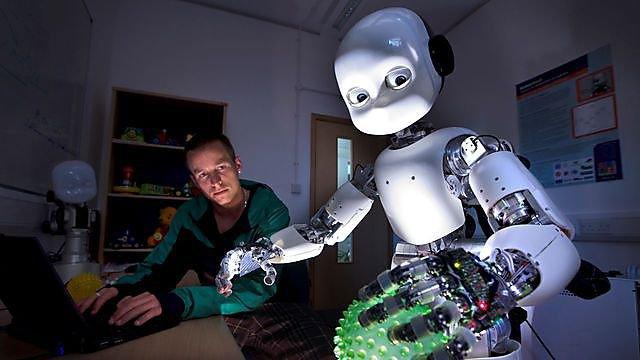 <p>iCub robot</p>