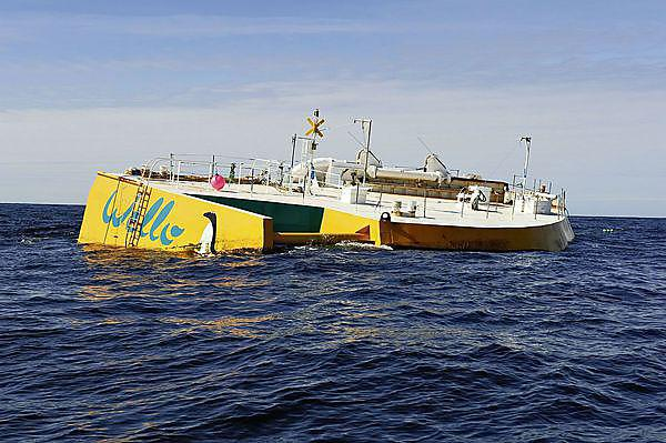 <p>WELLO Penguin wave energy converter device. CEFOW Project</p>