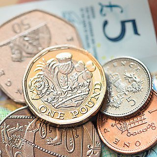 Top tips for students on saving cash and making a budget