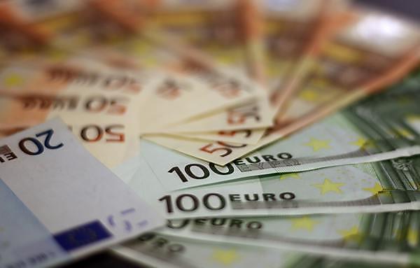 <p>Euro notes</p>