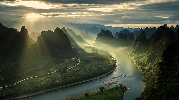 Karst Mountains and River Li in Guilin/Guanxi region of China (courtesy of Getty Images)