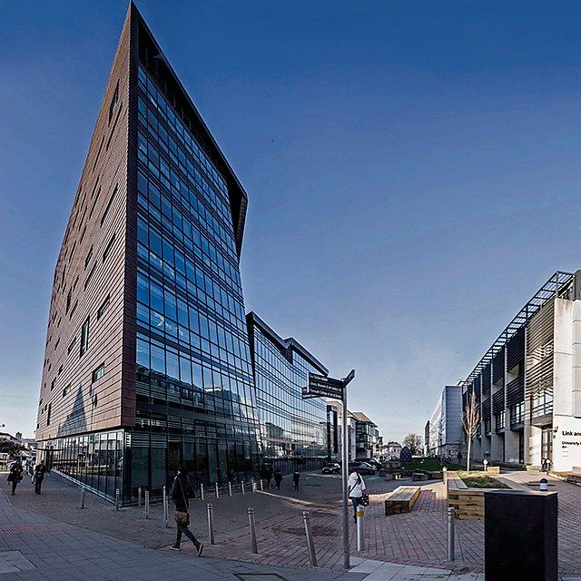 <p>University campus square</p>