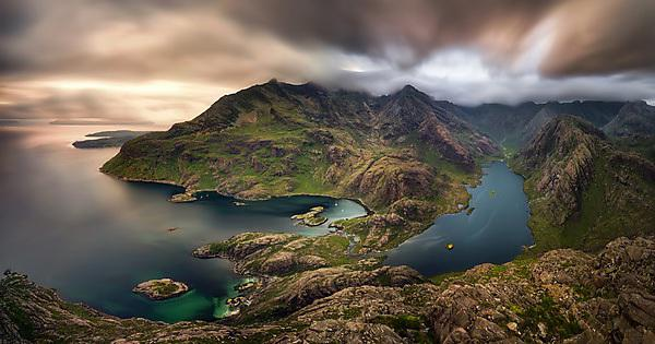 <p>Loch na Cuilce and Loch Coruisk with Black Cuillins in background, Isle of Skye, Scotland<br></p>