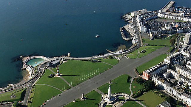 <p>Plymouth Hoe from the sky</p>