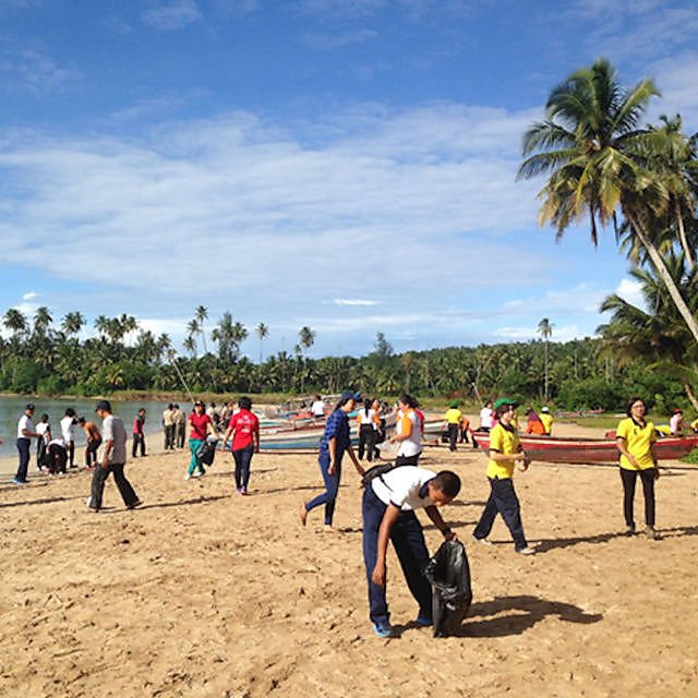 <p>Emmy Noklebye – Beach Clean at Lagundri Bay, where the Ndulu English Project is based<br></p>