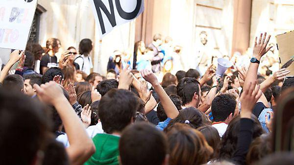 <p>Image of demonstrators outside a public building.</p>