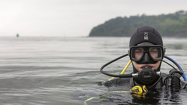<p>Students Scuba Diving in Plymouth Sound<br></p>