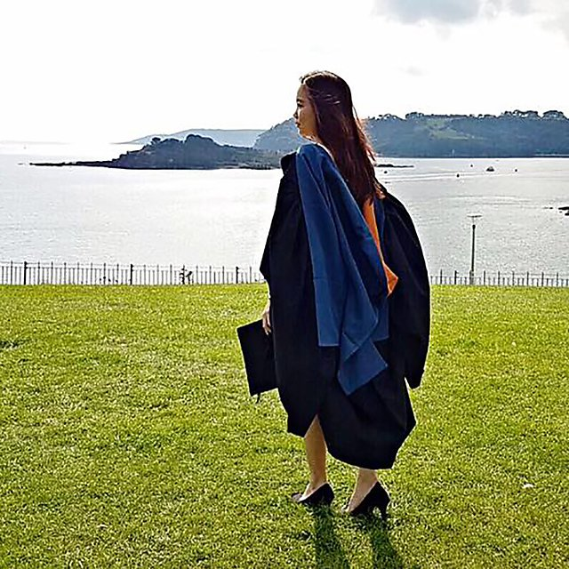 <p>Graduation day on The Hoe for Angelia Ong</p>