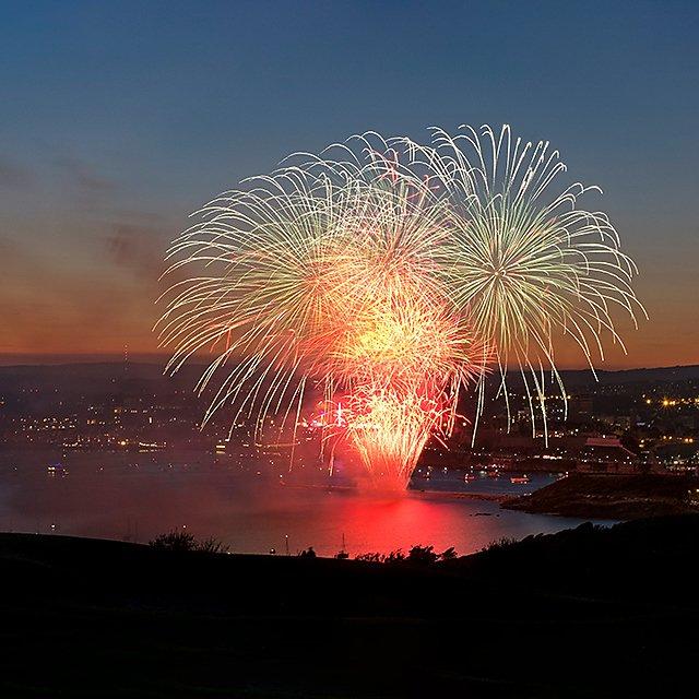 <p>Plymouth sound fireworks</p>