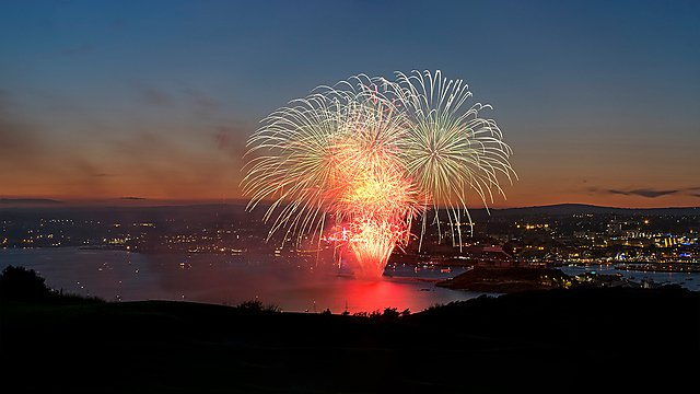 <p>Plymouth sound fireworks</p>
