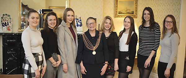 <p>Nancy Astor Scholarships Trust students with Cllr Wendy Foster</p>