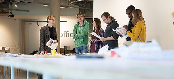 <p><b></b>Sociology<b></b> Teaching and Learning in action during an interactive session where students make sense of exhibits in the gallery applying social theory led by Jonathan Clark  <br></p>
