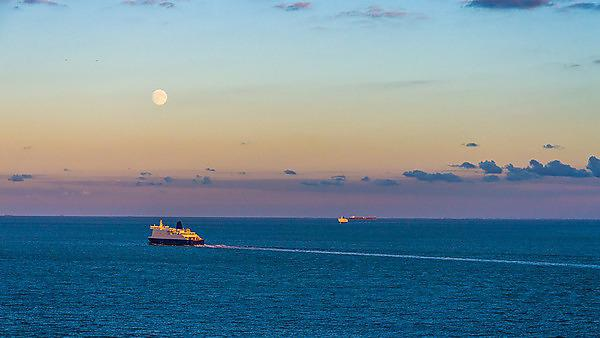 <p>Distant ships crossing the English Channel at twilight<br></p>
