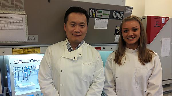 <p>Dr Bing Hu and Charlotte Illsley 3D bioprinter<br></p>