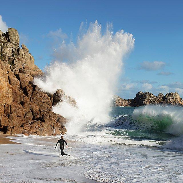 <p>Student life coast wave</p>