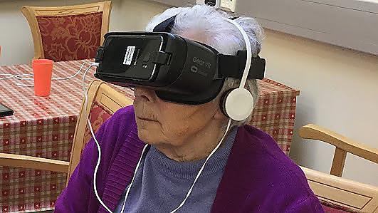 A Virtual Reality headset using a mobile phone