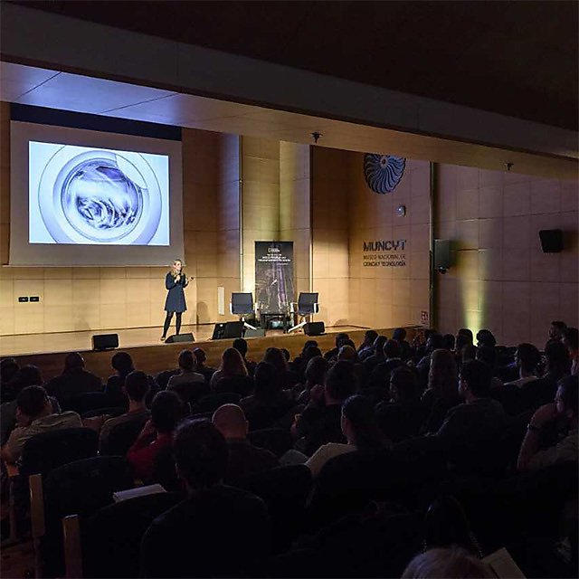 <p>Imogen Napper&nbsp;presenting at a National Geographic Seminar in Madrid </p>