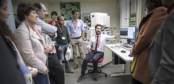 Businesses learn about the benefits of Electron Microscopy
