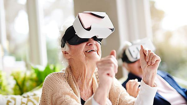 <p>Having some virtual fun - seniors wearing VR glasses</p>