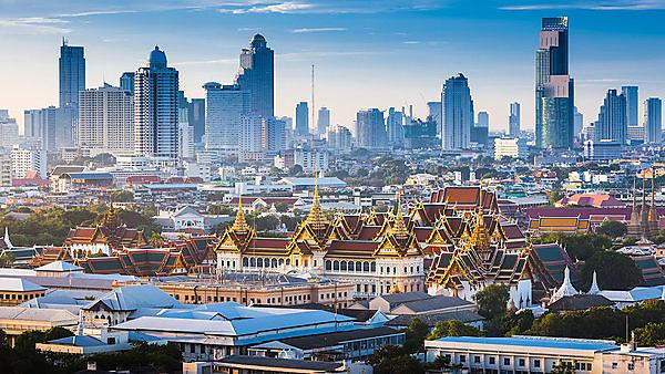 <p>Sunrise with Grand Palace of Bangkok, Thailand<br></p>