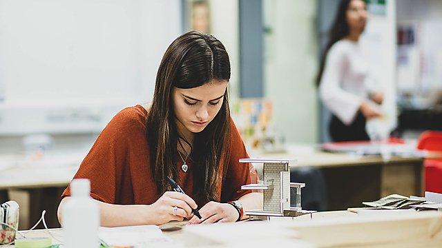 <p>Freya Kay studying</p>