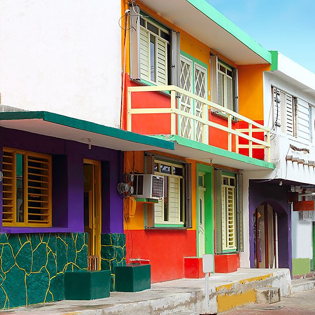 <p>Colorful houses in Isla Mujeres, Mexico.<br></p>