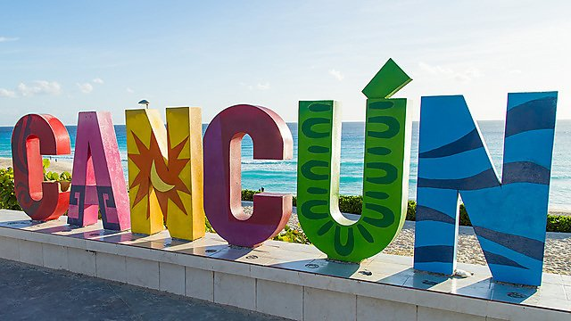 <p>Cancun sign by the beach in Mexico.</p>