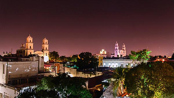 <p>Night scene of Mérida Yucatan, Mexico.<br></p>