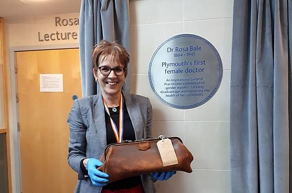 <p>Professor Hilary Neve with Rosa Bale's medical bag, courtesy of Plymouth City Museum</p>