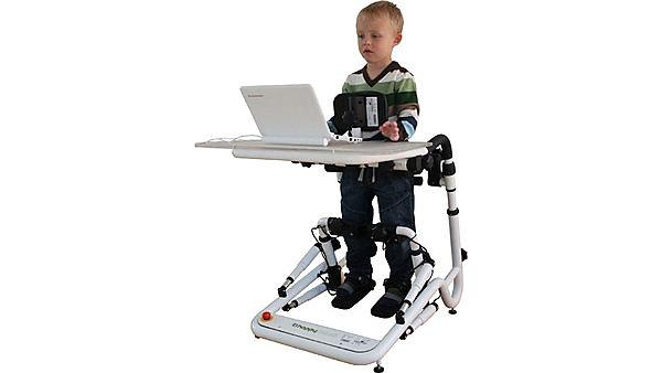 A child using the dynamic trainer